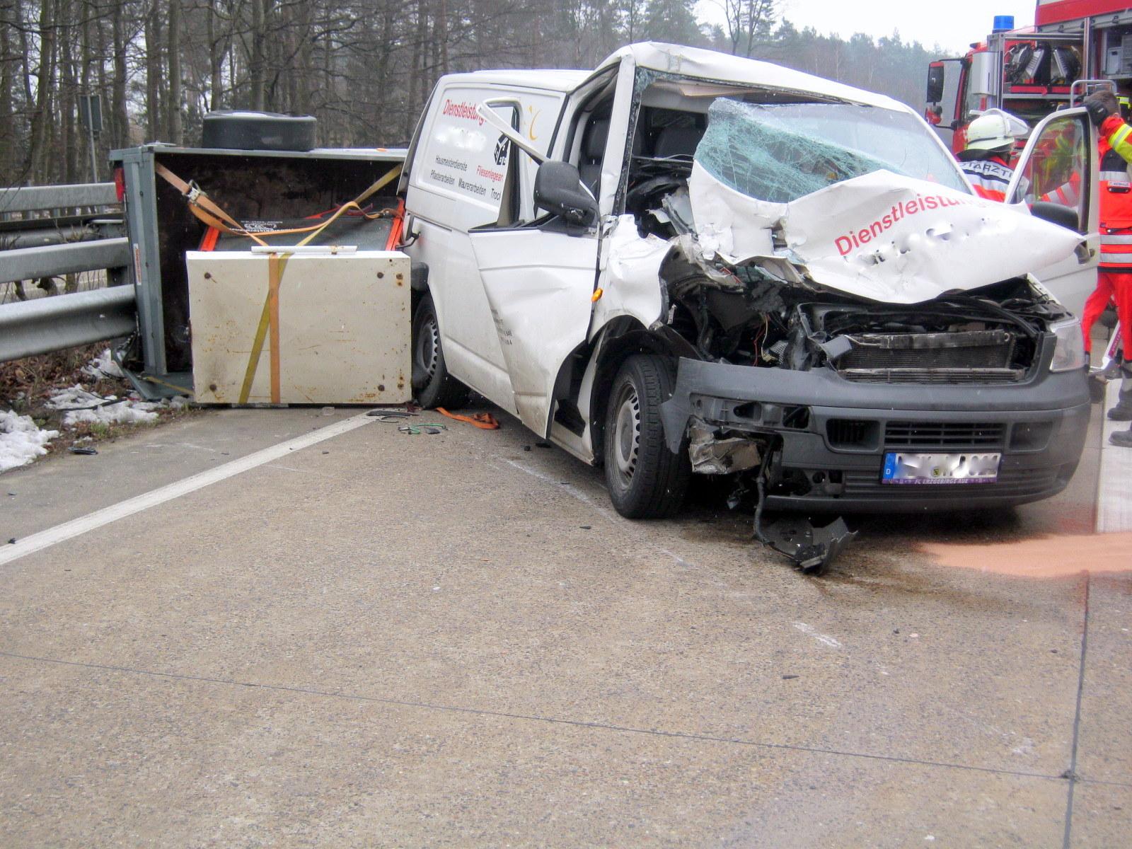 Der Verkehr in Fahrtrichtung Süden wurde während der Rettungs- undBergungsmaßnahmen bis etwa 14:30 Uhr über einen Fahrstreifen geführt wodurch es zu Verkehrsbehinderungen kam. (Foto: OTS)