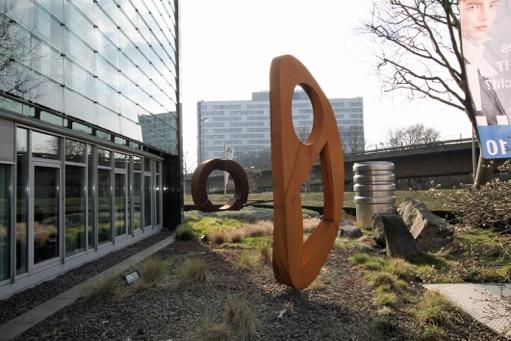 """Skulptur """"Communications"""" von Künstler Ernst Hesse (Foto: Aengevelt Immobilien)"""