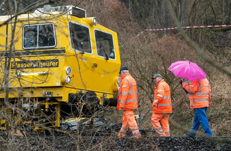 Zugverkehr auf Unfallstrecke von Bad Aibling wieder aufgenommen (© 2016 AFP)