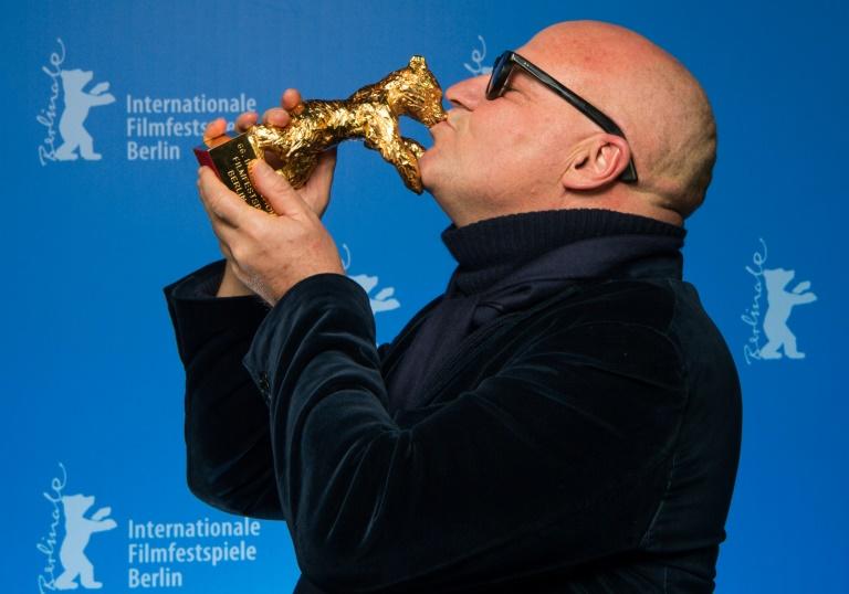 """Flüchtlingsdoku """"Fuocoammare"""" mit Goldenem Bären der Berlinale ausgezeichnet (© 2016 AFP)"""