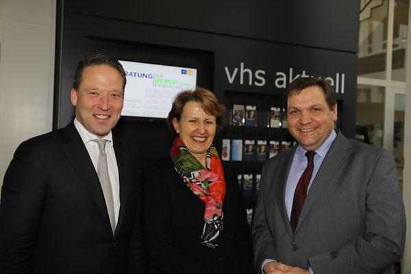Matthias Zachert, Dr. Inge Röhnelt und Oberbürgermeister Frank Meyer (Foto: Stadt Krefeld/L. Strücken)