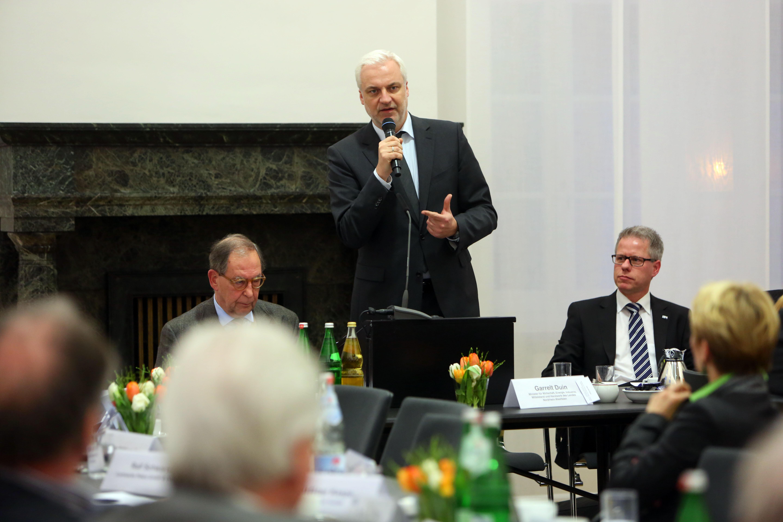 Garrelt Duin, Minister für Wirtschaft, Energie, Industrie, Mittelstand und Handwerk des Landes Nordrhein-Westfalen, war zu Gast in der Sitzung der Vollversammlung der IHK Mittlerer Niederrhein. Foto: IHK
