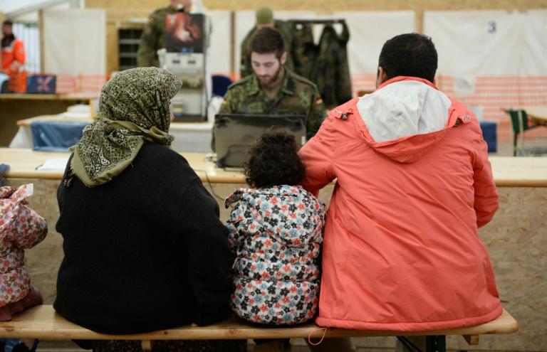 Zeitung: Großteil der Flüchtlinge kommt ohne Ausweispapiere (© 2016 AFP)