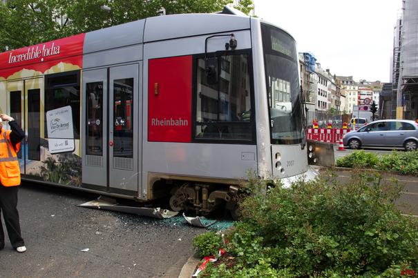 Düsseltal: Pkw von Straßenbahn erfasst (Foto: xity)