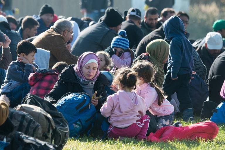 Bericht: Kommunen fühlen sich durch Flüchtlinge kaum überfordert (© 2016 AFP)