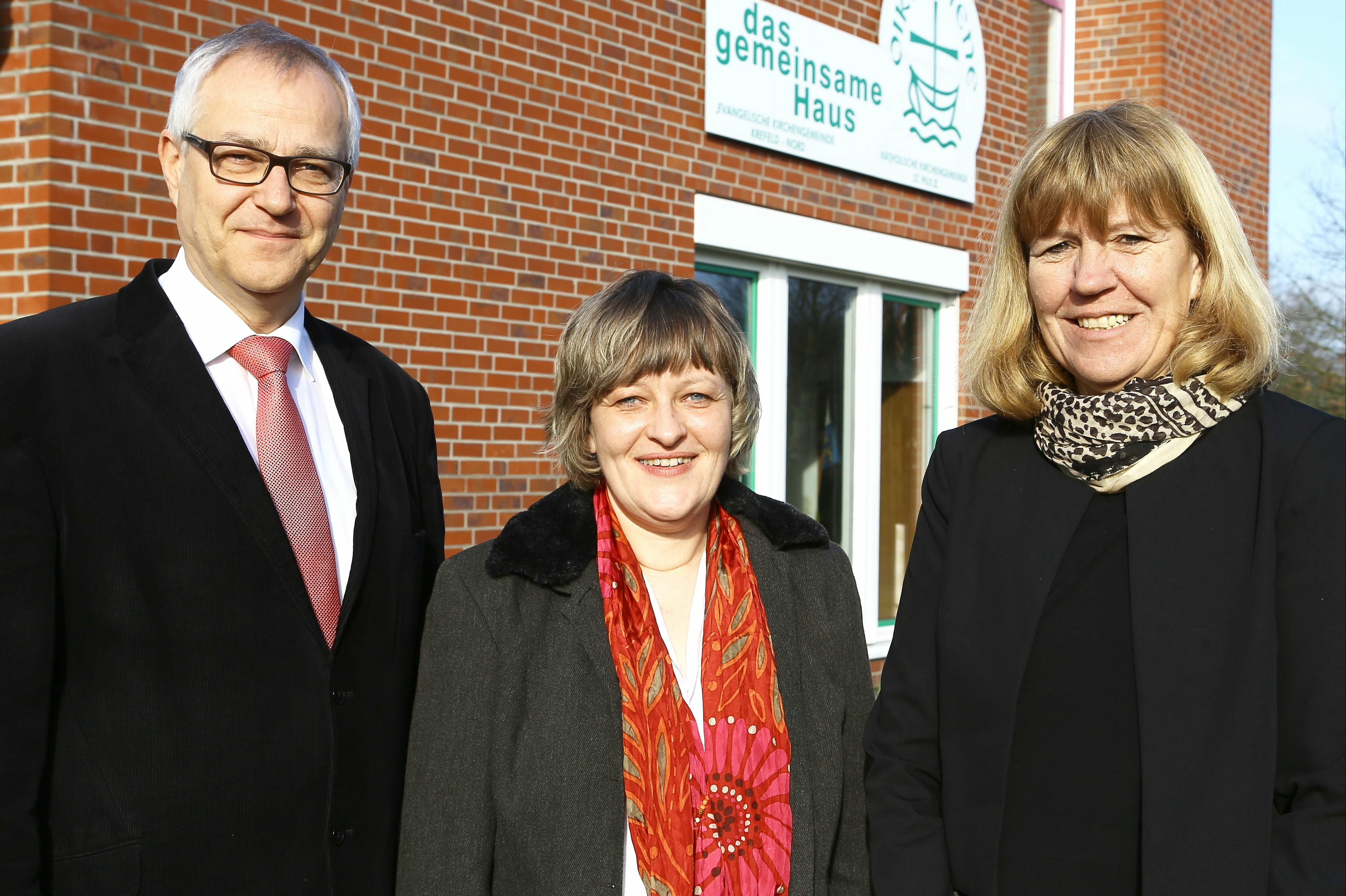 Annette Opitz (Bildmitte) ist die neue Schulleiterin der Grundschule An Haus Rath (Foto: Stadt Krefeld/L. St)