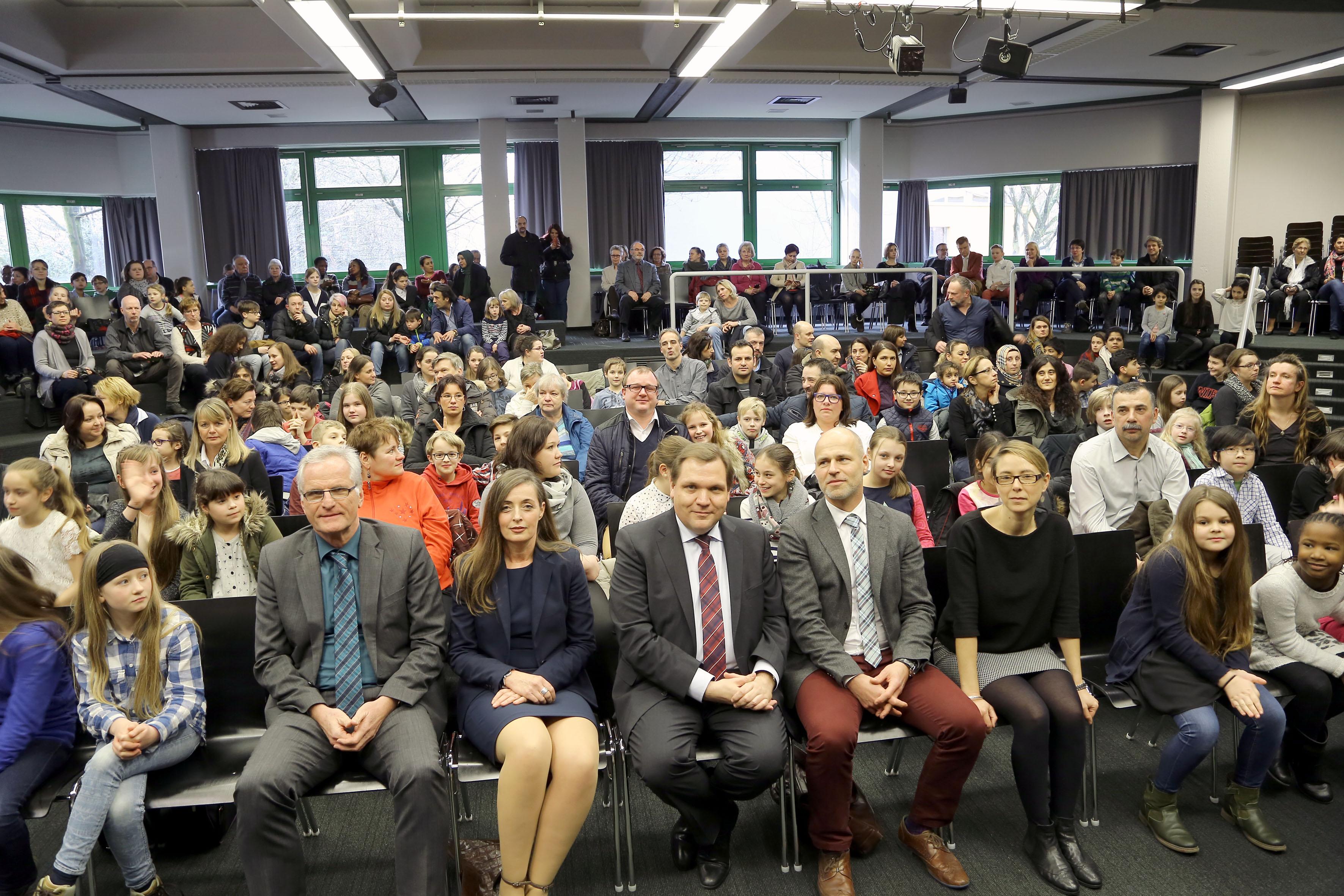 Stadt ehrte Grundschüler mit erfolgreichem Französisch-Diplom (Foto: Stadt Krefeld/L. Strücken)