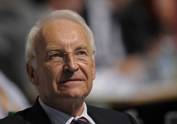 Stoiber: Strengthening of the right caused by Merkels refugee policy. (© 2016 AFP)
