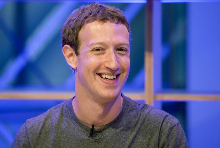 Facebook-Chef räumt Probleme beim Umgang mit Hetzparolen ein (© 2016 AFP)