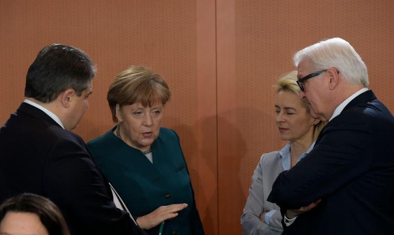 SPD-Forderung nach Sozialpaket sorgt in der Koalitionsspitze für Streit (© 2016 AFP)
