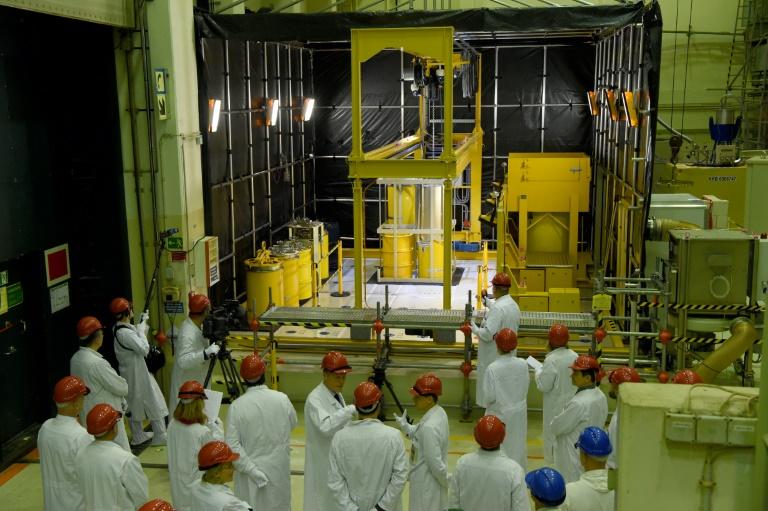Bergung maroder Atommüllfässer aus dem Atomkraftwerk Brunsbüttel gegonnen (© 2016 AFP)