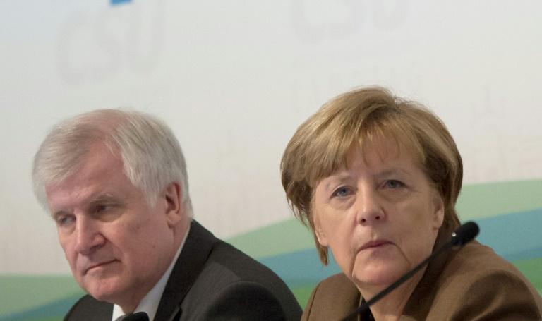 SPD fordert von Merkel harte Haltung gegenüber Seehofer (© 2016 AFP)