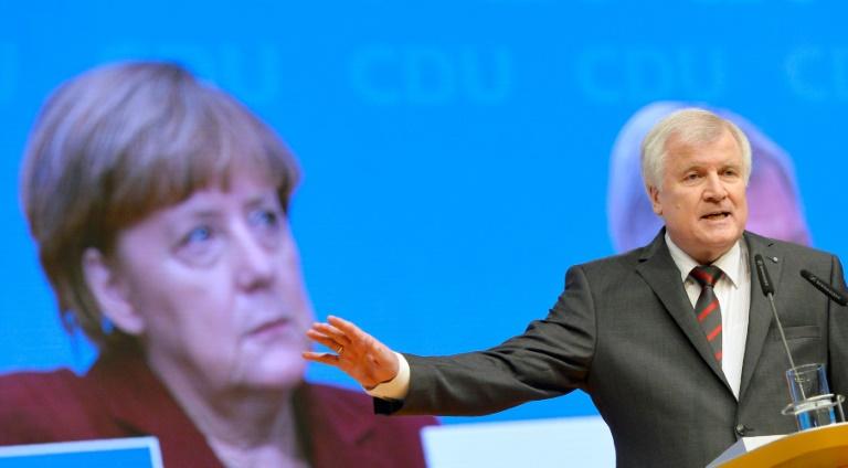 Seehofer zu Gespräch mit Merkel über Flüchtlingspolitik im Kanzleramt (© 2016 AFP)
