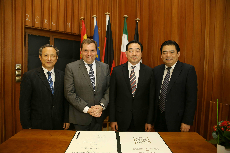 OB Meyer begrüßte Wirtschaftsdelegation aus Xuzhou (Foto: Stadt Krefeld/L. Strücken)