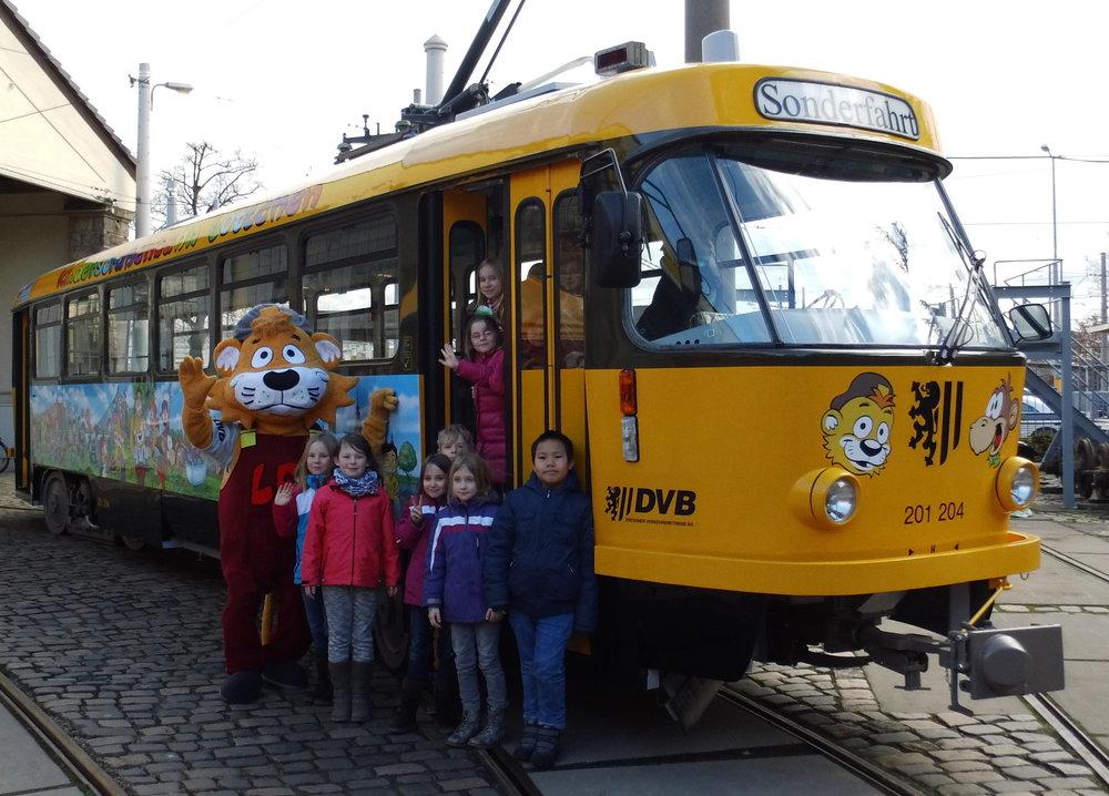 "Die Ratinger Kinderstraßenbahn ""Lottchen"" wurde neu bemalt (Foto: xity)"