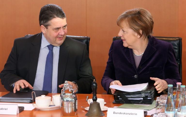 Gabriel sichert Merkel Unterstützung bei EU-Gipfel zu (© 2016 AFP)