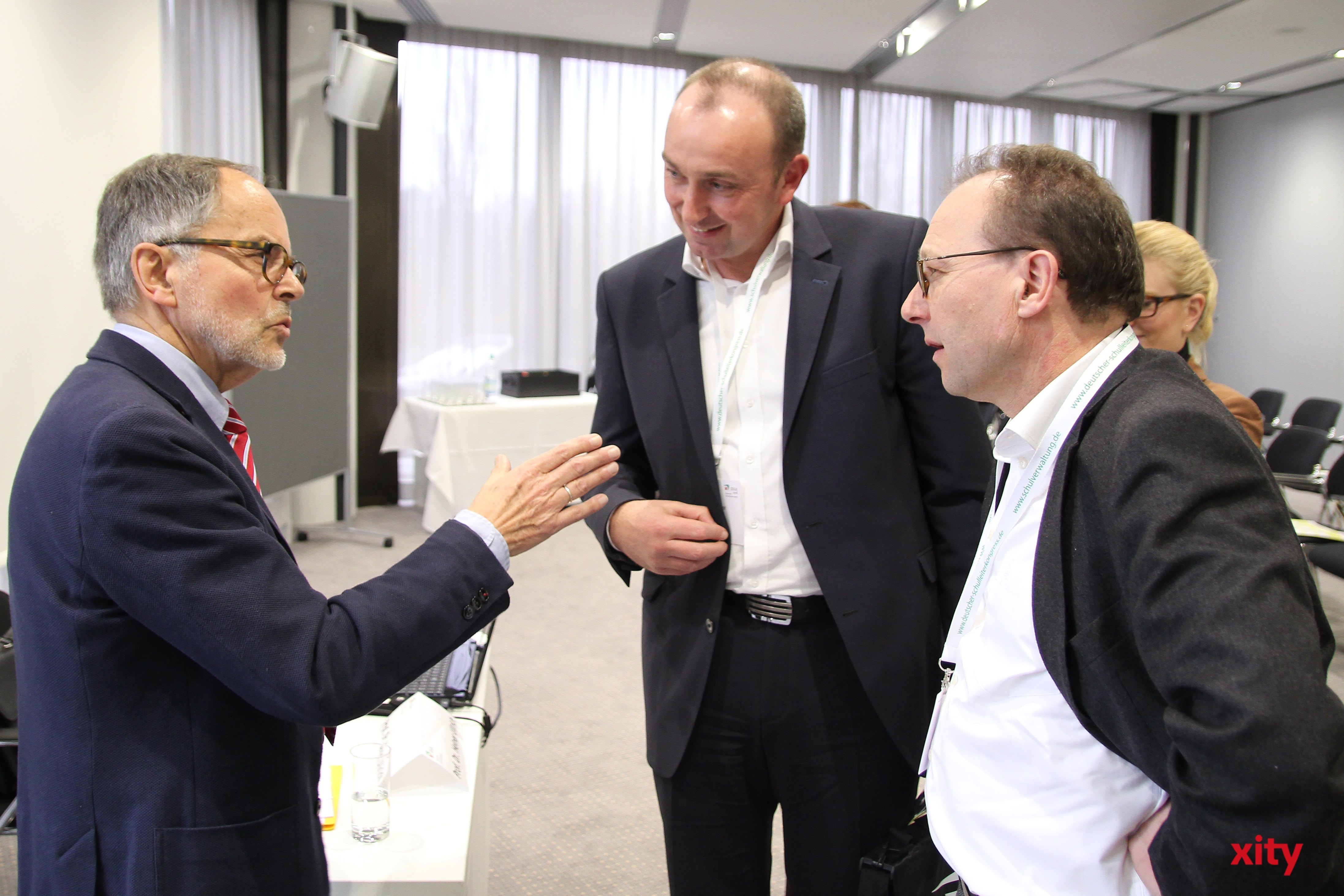 """Prof. Dr. Heiner Ullrich (l.) hielt einen Vortrag zum Thema """"öffentliche und private Schulen im Wettbewerb"""" (Foto: xity)"""