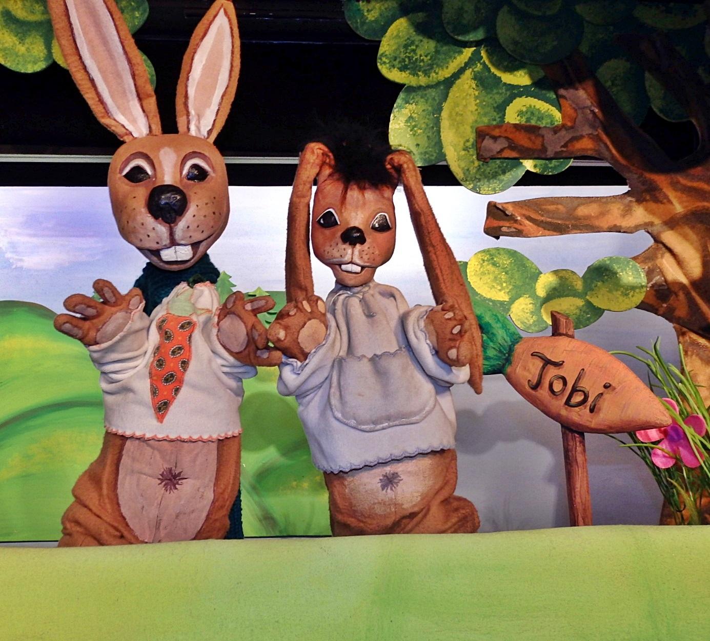 """""""Der kleine Hase mit den großen Ohren"""" (Foto: Puppentheater Helmholtzstraße)"""