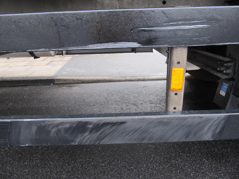 Seitlich schwere Kollision mit einem Lastzug (Foto: OTS)