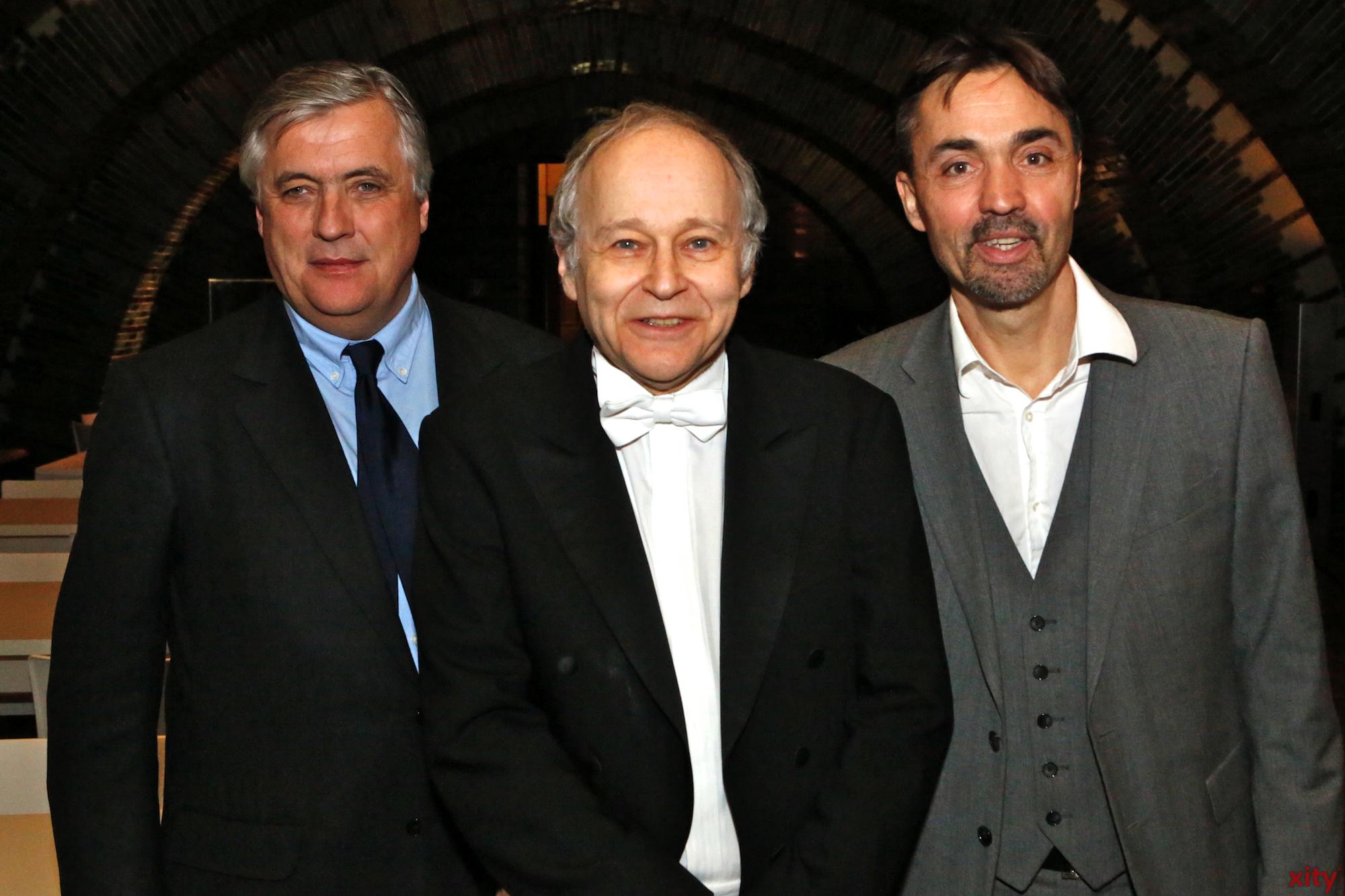 (v.l.) Patrick Schwarz-Schütte, Adam Fischer und Dr. Stefan Krieger (Foto: xity)