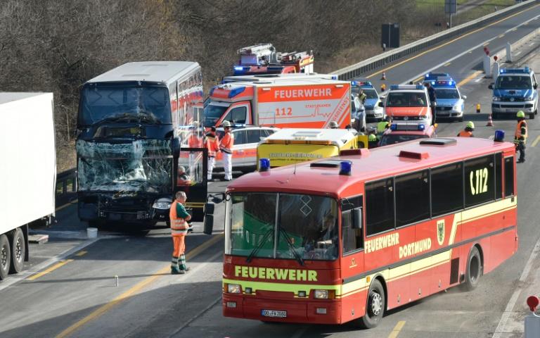Mindestens 20 Kinder bei Schulbus-Unfall in NRW leicht verletzt (© 2016 AFP)
