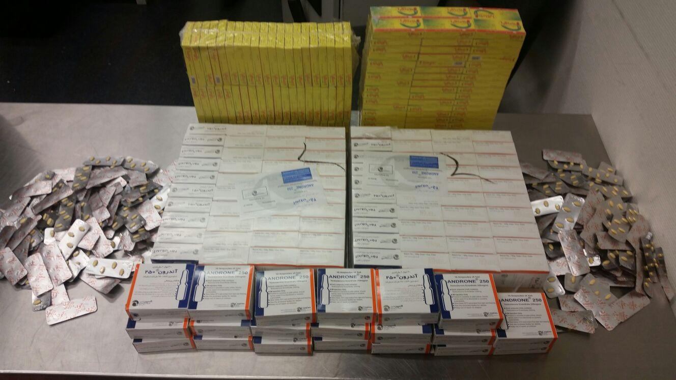 1.000 Ampullen Testosteron und fast 1.300 Potenzpillen fanden Zöllner am Düsseldorfer Flughafen bei einem Reisenden aus dem Iran (Foto: Hauptzollamt Düsseldorf)