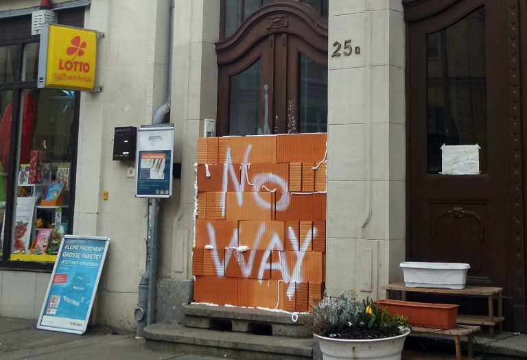 Probewahl-Lokal für Migranten in Halle zugemauert (© 2016 AFP)