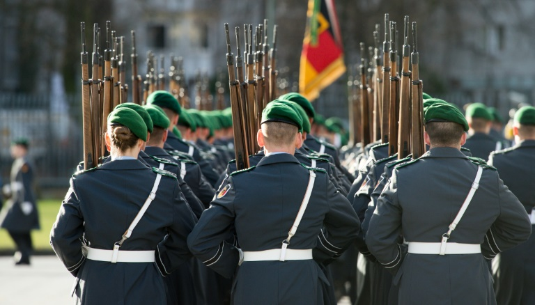 Bericht: Von der Leyen will bald 7000 neue Soldatenstellen einrichten (© 2016 AFP)