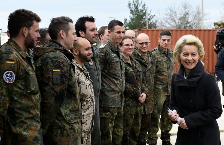Bericht: Von der Leyen will Bundeswehr um 10.000 Stellen vergrößern (© 2016 AFP)