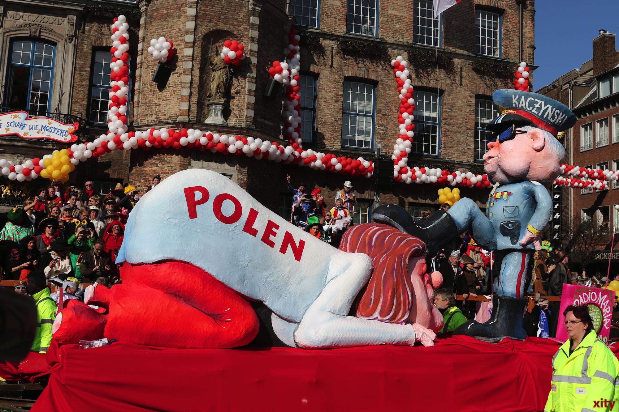 Auf diesem Mottowagen wird die Politische Lage Polens kritisiert (Foto: xity)