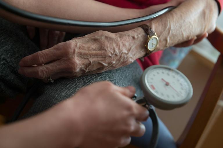 Auszubildende in Pflegeberufen laut Umfrage häufig unzufrieden mit ihrer Lage (© 2016 AFP)