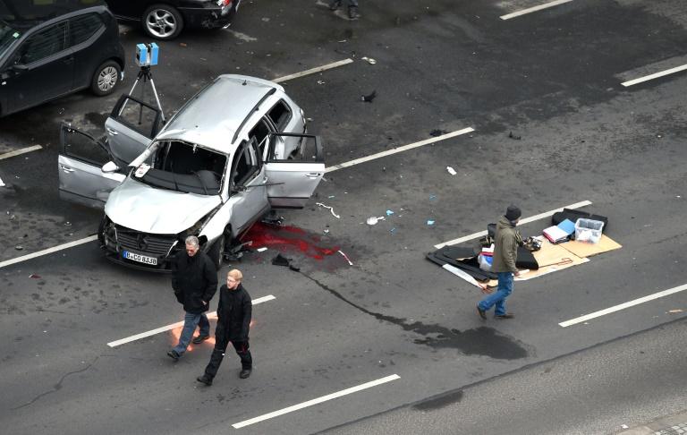 Mann stirbt bei Sprengstoffanschlag auf fahrendes Auto in Berlin (© 2016 AFP)