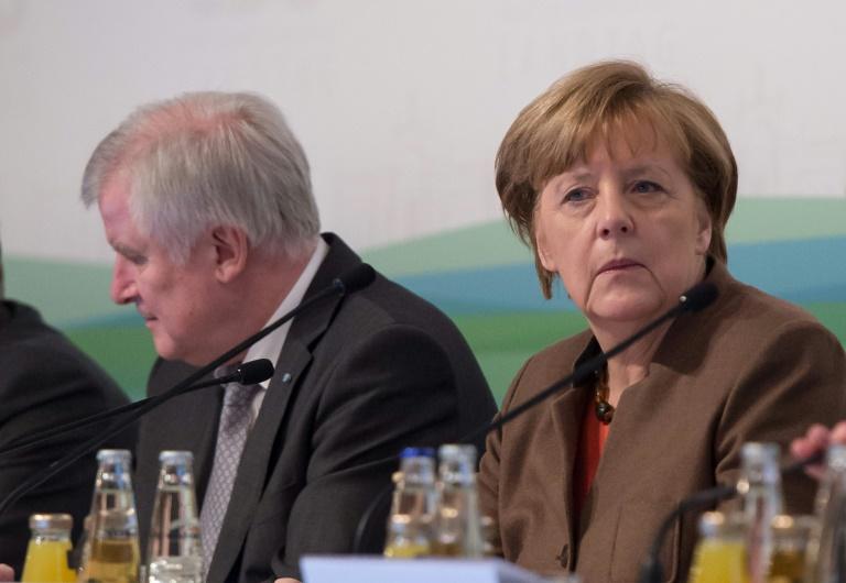 Merkel und Seehofer beraten über Flüchtlingspolitik und andere Konfliktthemen (© 2016 AFP)