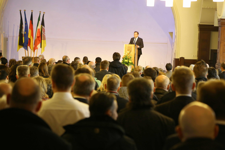 Oberbürgermeister Frank Meyer dankt Krefelder Flüchtlingshelfern (Foto: Stadt Krefeld, , L. Strücken)