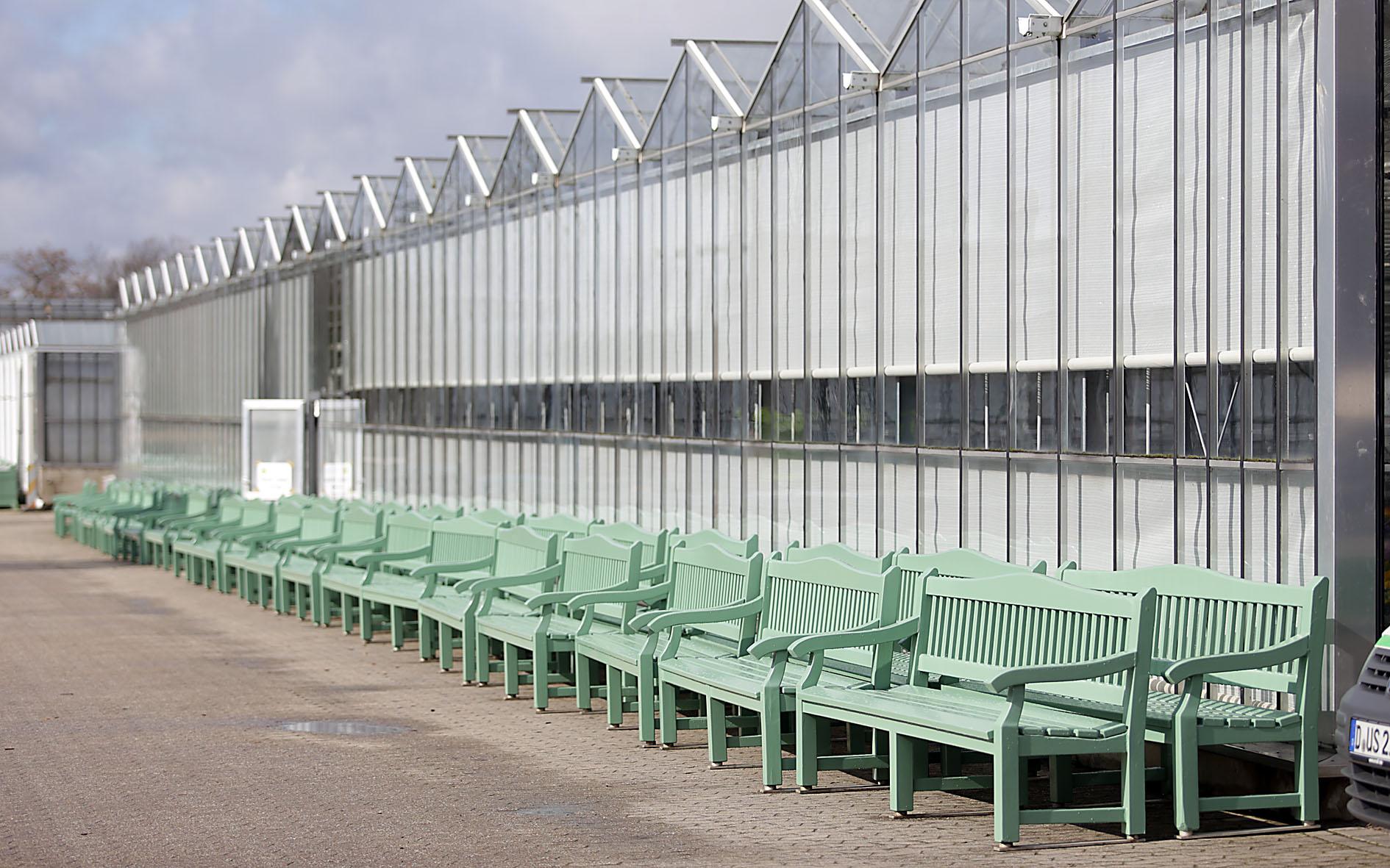 Schreinerei des Gartenamtes hat das Parkmobiliar im Winter überarbeitet (Foto: Stadt Düsseldorf/Ingo Lammert)