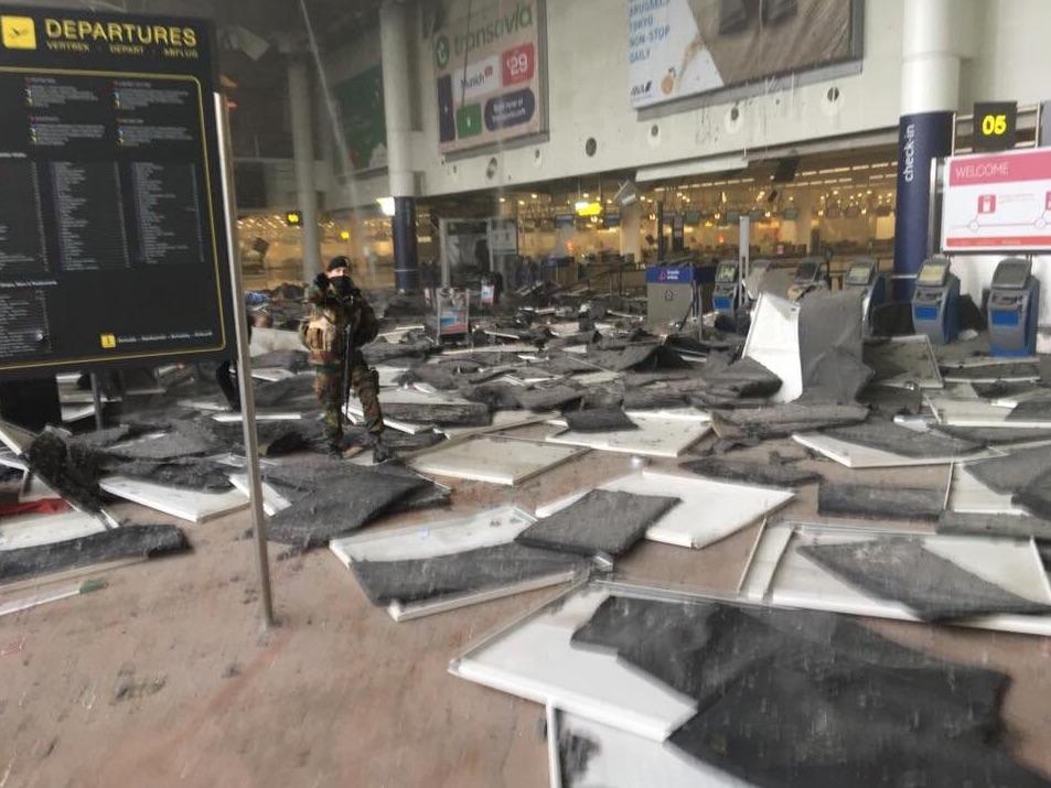 In Brüssel kam es zu schweren Explosionen. Hier ein Foto aus dem Flughafen (Foto: Twitter)