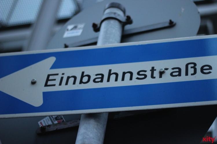 Nach Beendigung des Straßenausbaus auf der nördlichen Seite der Benderstraße wechseln die Straßenbauarbeiten auf die Südseite (Foto: xity)