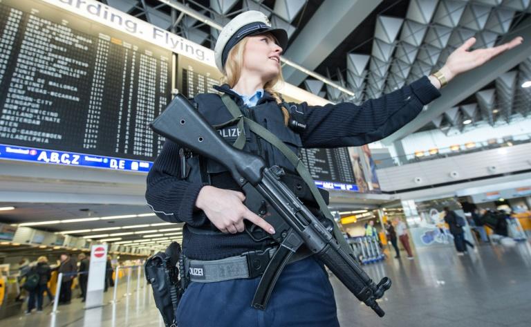 Zeitung: EU-Kommission erwägt Sicherheitskontrollen vor Flughäfen (© 2016 AFP)
