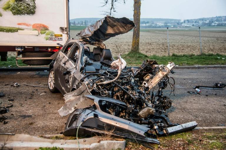 Fahrer des bei Stuttgart verunglückten Wagens per Haftbefehl gesucht (© 2016 AFP)