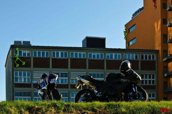Mit den ersten Sonnenstrahlen zieht es im Frühling wieder viele Motorradfahrer auf die Piste (Foto: xity)