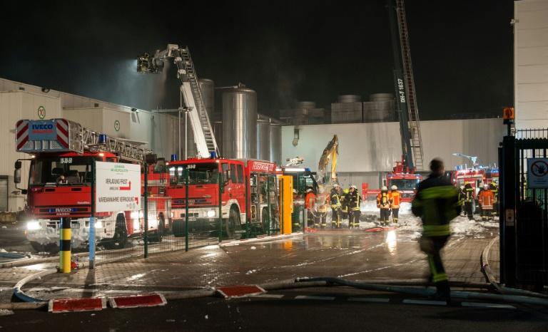 Zwei Verletzte durch Großbrand bei Geflügelfleischproduzent Wiesenhof (© 2016 AFP)