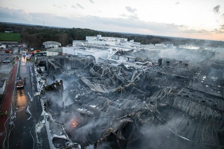 Schaden durch Brand in Wiesenhof-Schlachterei liegt im zweistelligen Millionenbereich (© 2016 AFP)
