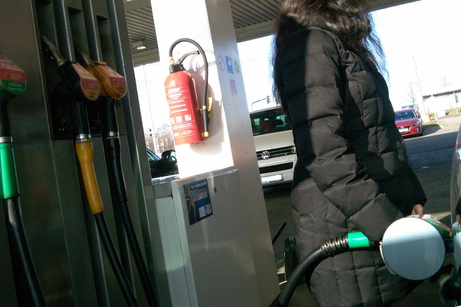 Der Liter Super E10 kostet im bundesweiten Durchschnitt derzeit 1,237 Euro (Foto: xity)