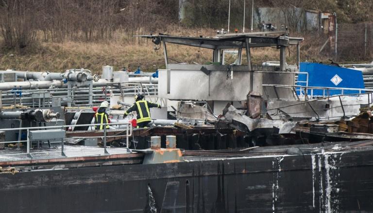 Zwei Tote bei Explosion auf Tankmotorschiff in Duisburger Werft (© 2016 AFP)