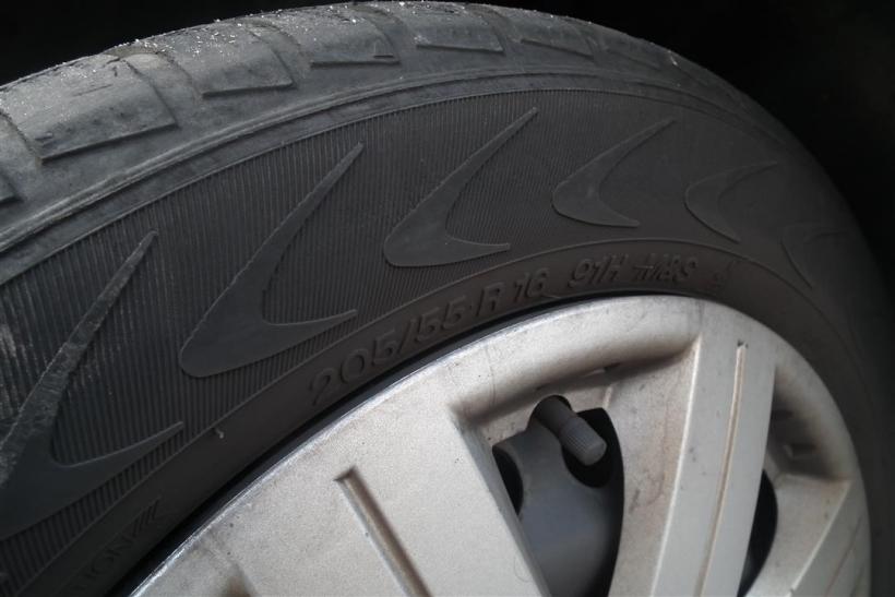 Nicht nur beim Reifenwechsel sollten Autofahrer auf den richtigen Druck achten (Foto: xity)