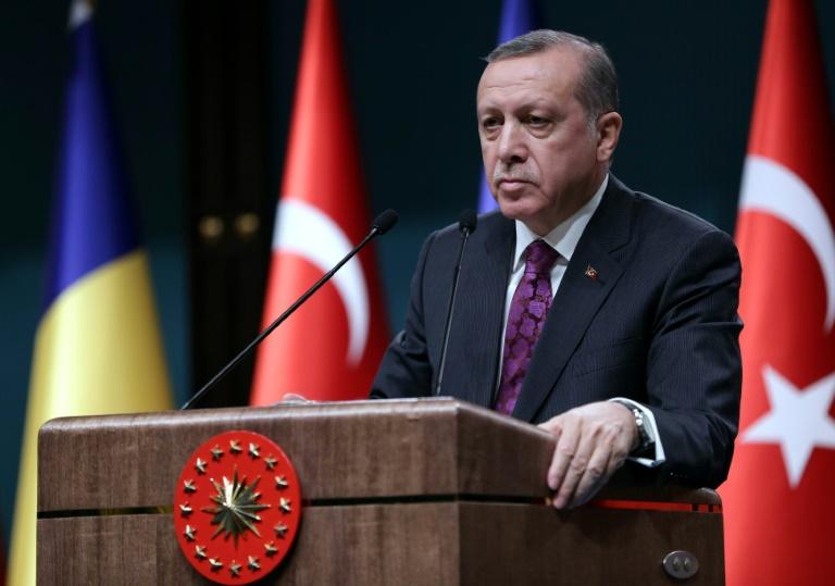 Unionspolitiker fordern härtere Gangart gegen Erdogan (© 2016 AFP)