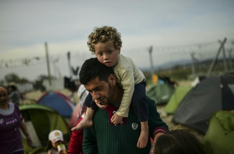 Vor Abschiebungen in Türkei verschärft sich Flüchtlingsdebatte in Deutschland (© 2016 AFP)