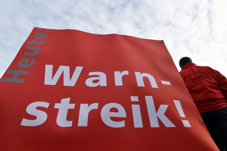 Erste Warnstreiks im öffentlichen Dienst in mehreren Bundesländern (© 2016 AFP)