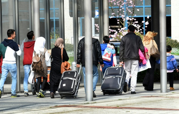 Up to 500,000 unregistered refugees reside in Germany. (© 2016 AFP)