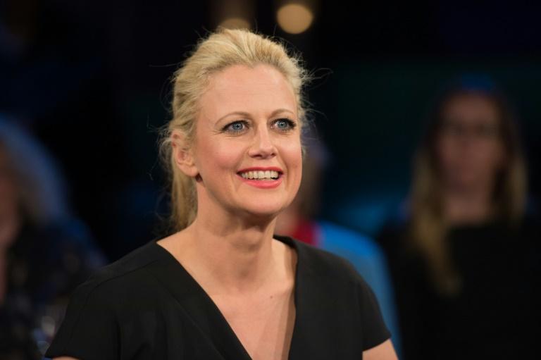 Barbara Schöneberger reißt sich vor Echo-Verleihung Bänder im Fuß an (© 2016 AFP)